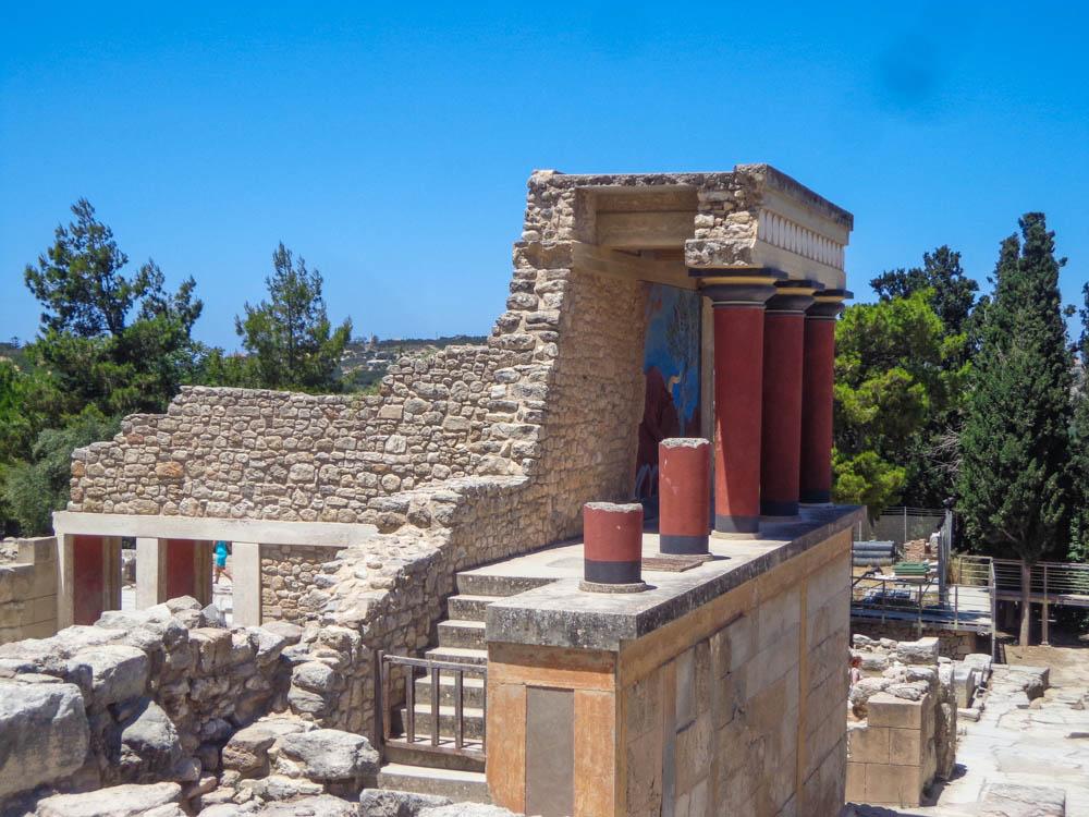 crete knossos pillars