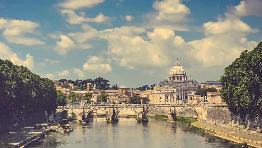 Lovely views over the Tiber River to the Vatican