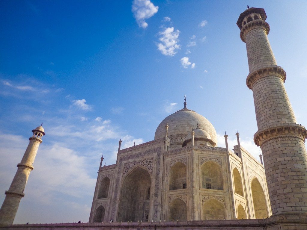 taj mahal from the side