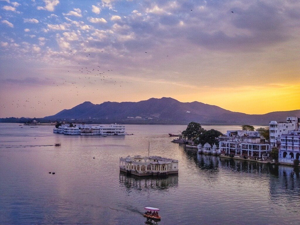 Lake Pichola in romantic Udaipur, Rajasthan