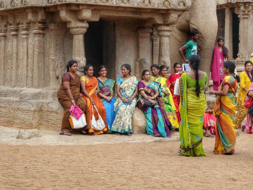 Women in colourful saris at the temples in Mahabalipuram in Tamil Nadu