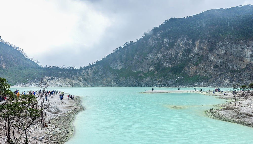 Kawah_Putih - the white crater
