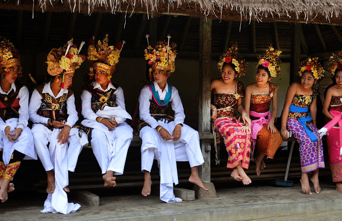 balinese-dancers-girls-and-boys