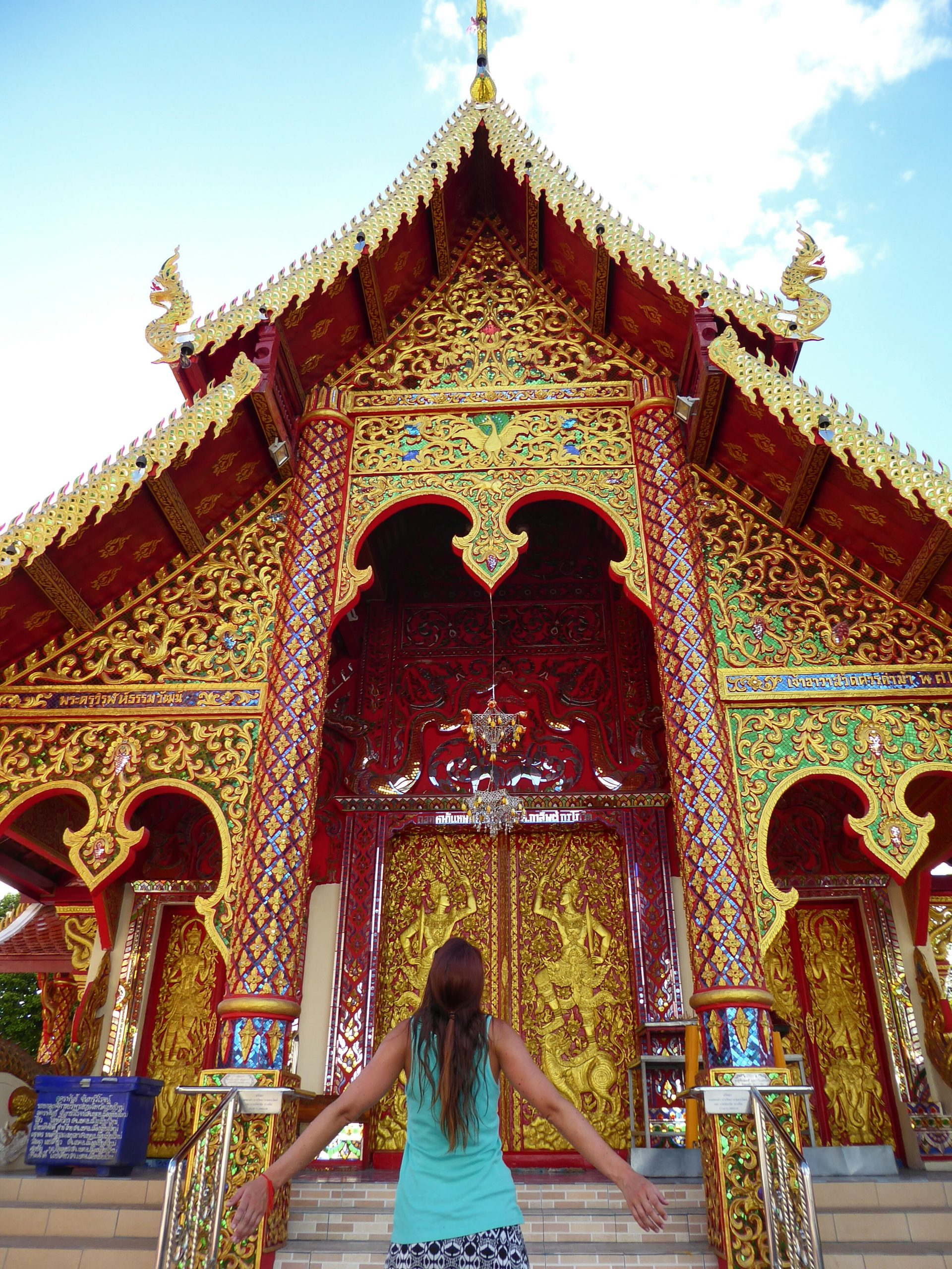 chiang mai temple me gold
